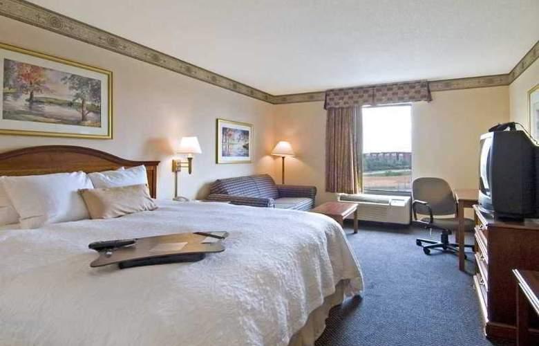Hampton Inn & Ste Atlanta Airport North I85 - Room - 6