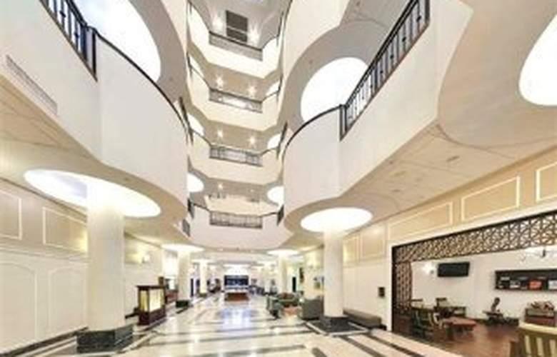 Wyndham Garden Hotel Baronne Plaza - General - 2