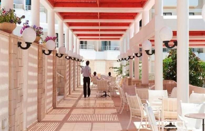 Louis Phaethon Beach - Restaurant - 20
