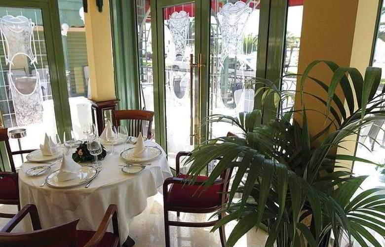 West End - Restaurant - 8
