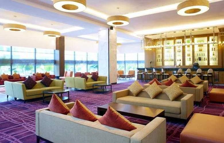 Century Kuching Hotel - Bar - 7