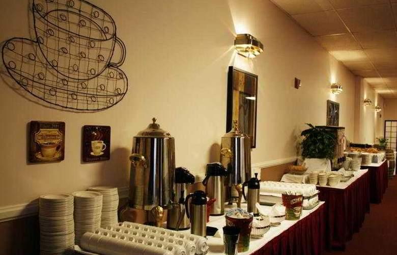 Whitcomb - Restaurant - 9