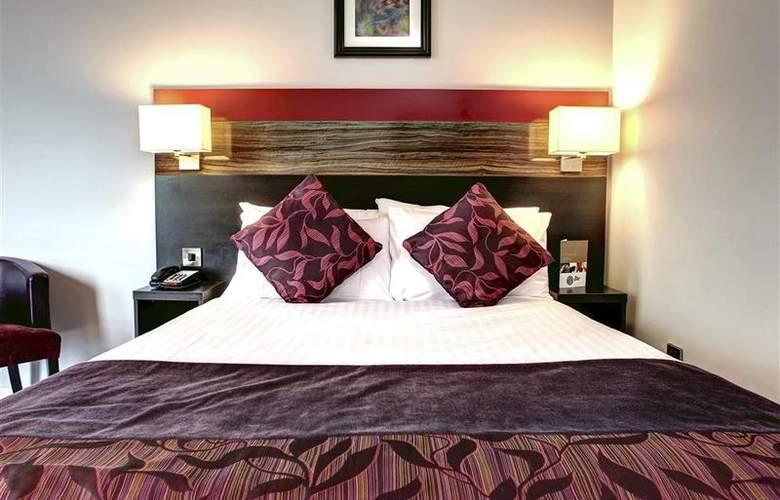 Clayton Cardiff - Room - 48