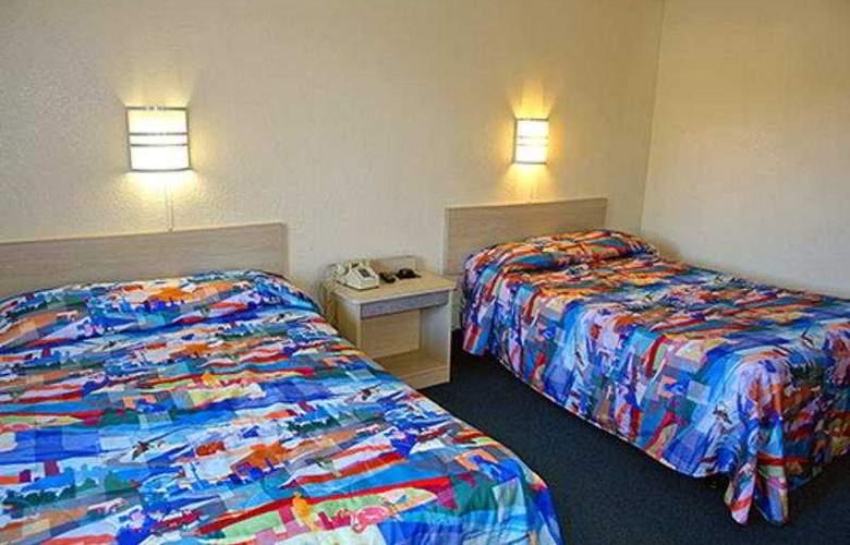 Motel 6 Carlsbad Downtown - Room - 3