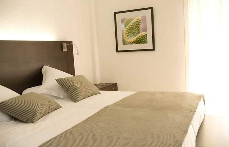 La Dorada Prinsotel - Room - 2