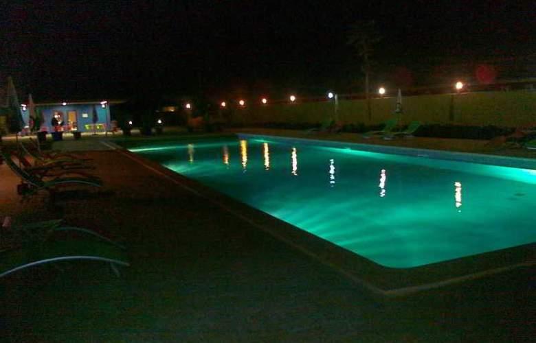 Viana Hotel - Pool - 6