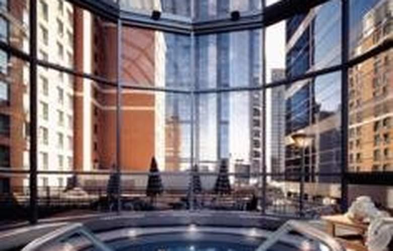 Sheraton Suites Calgary Eau Claire - Pool - 7