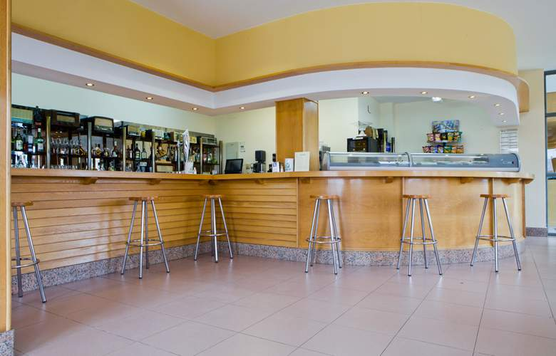 Los Arces Apartamentos - Bar - 13