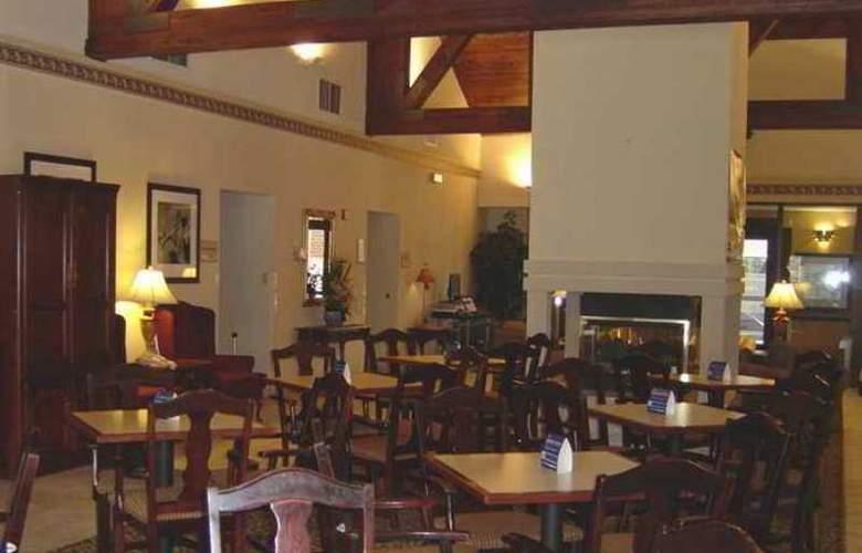 Hampton Inn & Suites Cleveland Airport Middleburg - Hotel - 0
