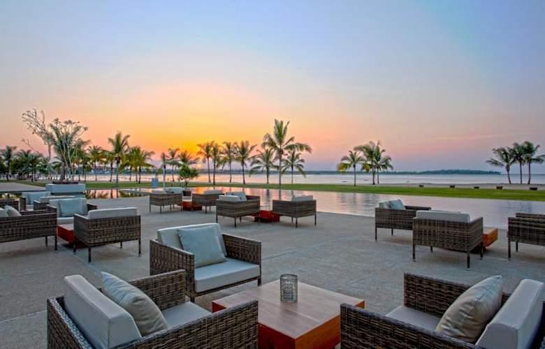 Amaya Beach Resort & Spa - Terrace - 5