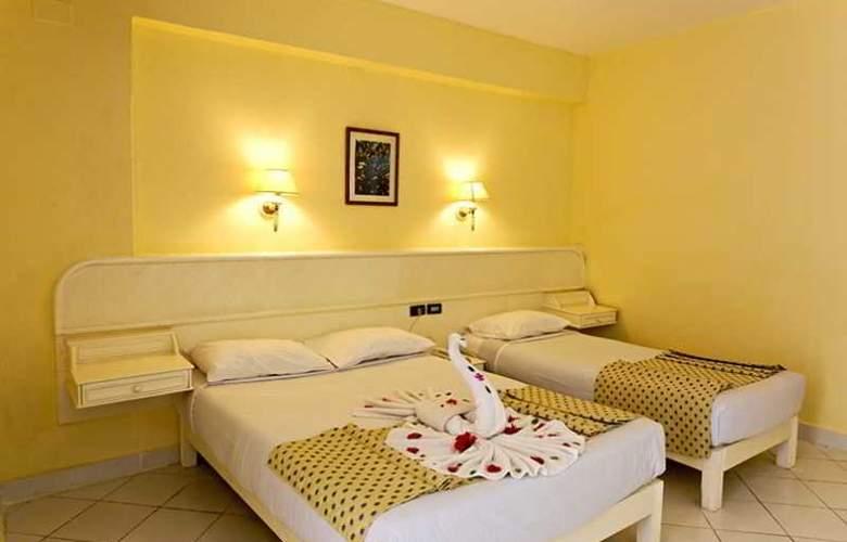 Triton Empire Hotel - Room - 8