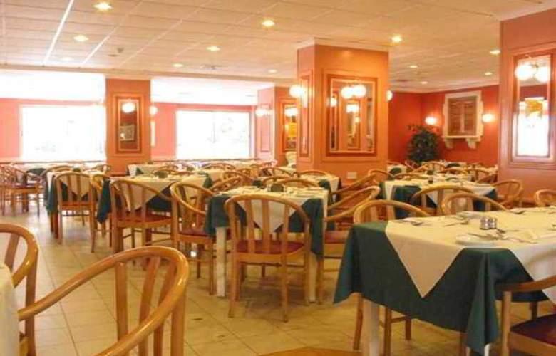 The San Anton - Restaurant - 18