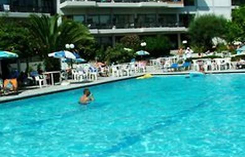 Telemachos - Pool - 5