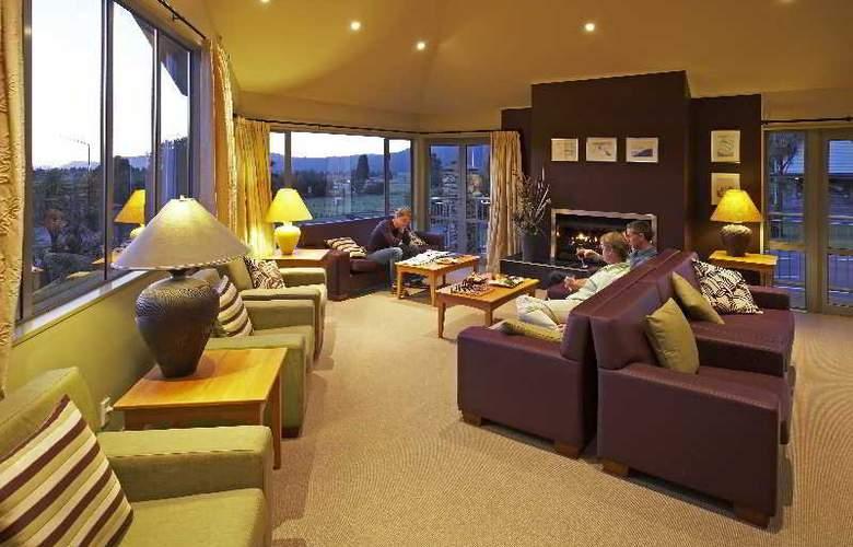 Distinction Hotel Fox Glacier - Bar - 2