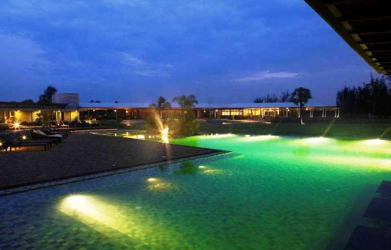Club Mahindra Zest Big Beach Resort - Pool - 2