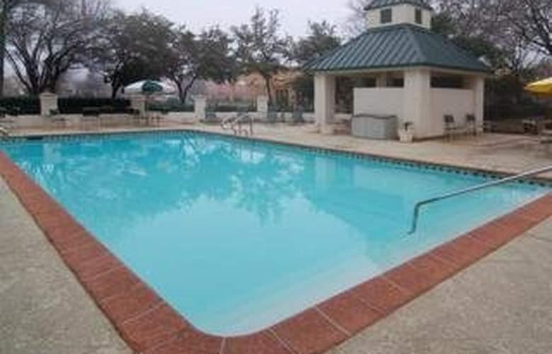 Quality Inn & Suites (Addison) - Pool - 4