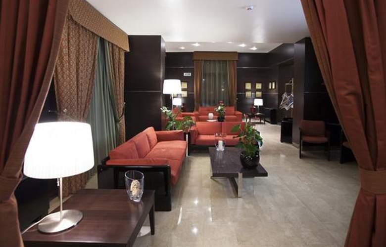 Vittoria - Hotel - 1