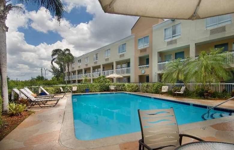Quality Inn Miami Airport Doral - Pool - 7