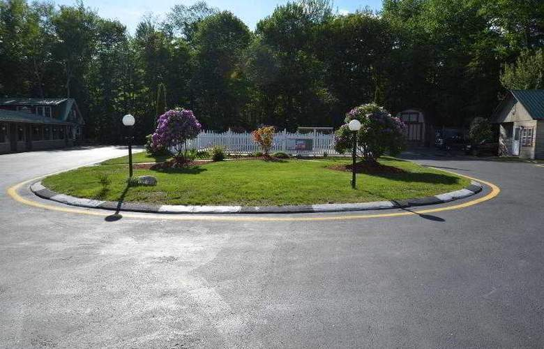 Econo Lodge Inn & Suites - Pool - 25