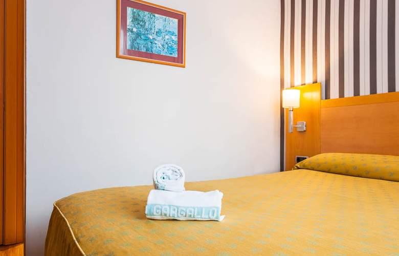 Lyon - Room - 8