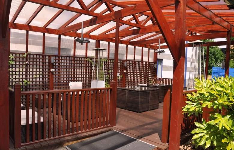 Holiday Inn Express Poole - Terrace - 6