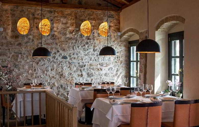 Moni Emvasis Luxury Suites - Restaurant - 20