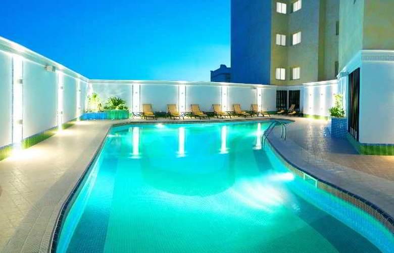 Grand Regal - Pool - 13