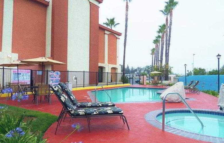 Best Western Plus Anaheim Orange County - Hotel - 11