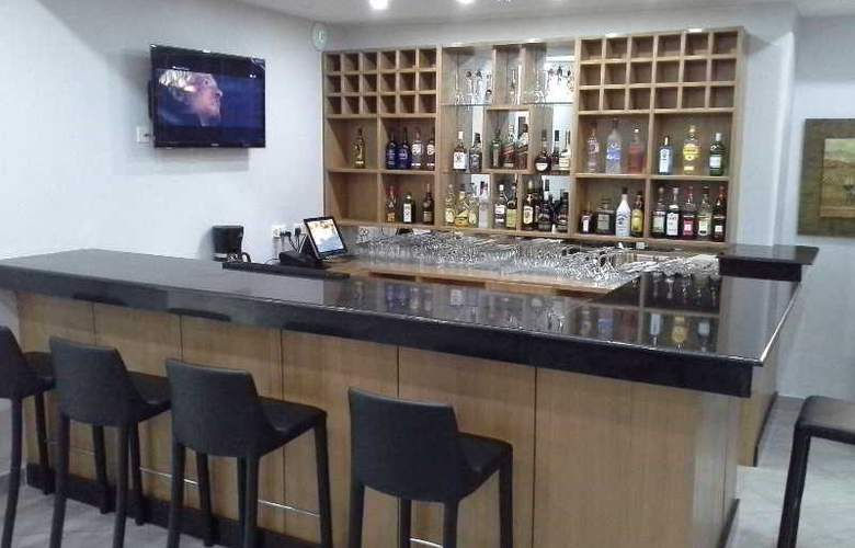 Tropical Enclave Hotel - Bar - 2