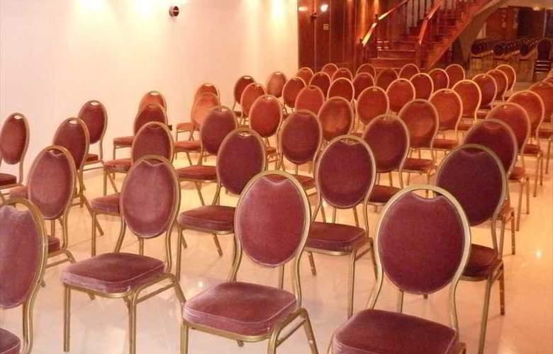 Cuatro Reyes - Conference - 15