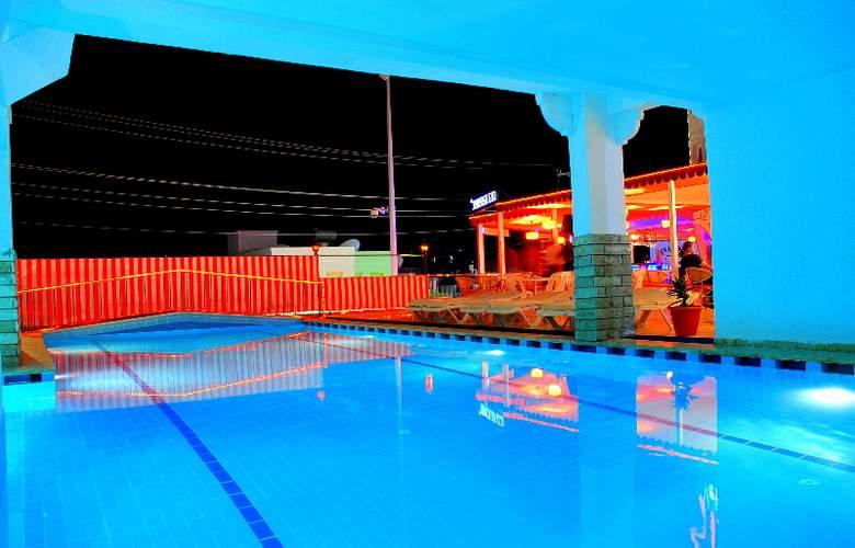 Vela - Pool - 7