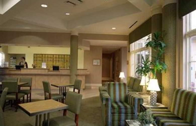 La Quinta Inn & Suites Dallas Arlington South - General - 1