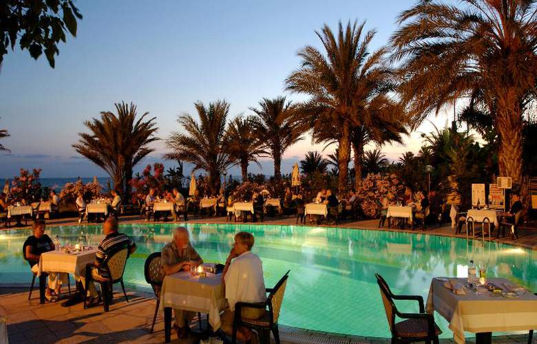 Constantinou Bros Athena Beach Hotel - Restaurant - 19