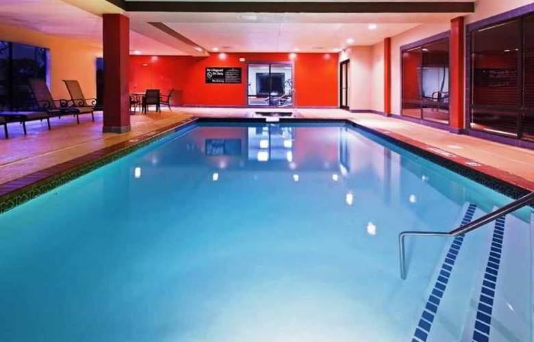 Hampton Inn Sherman - Pool - 5