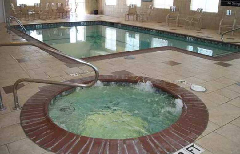Hampton Inn Pecos - Pool - 2