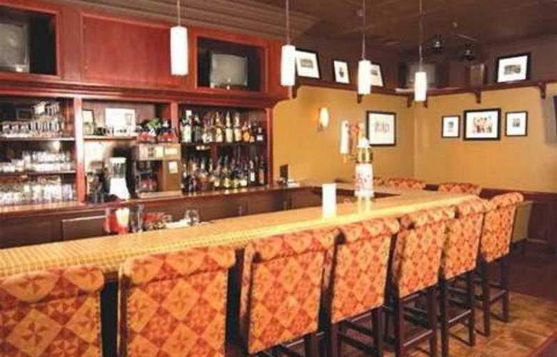 Sandman Hotel Lethbridge - Bar - 7