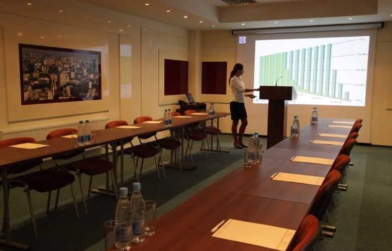 Khreschatyk - Conference - 8