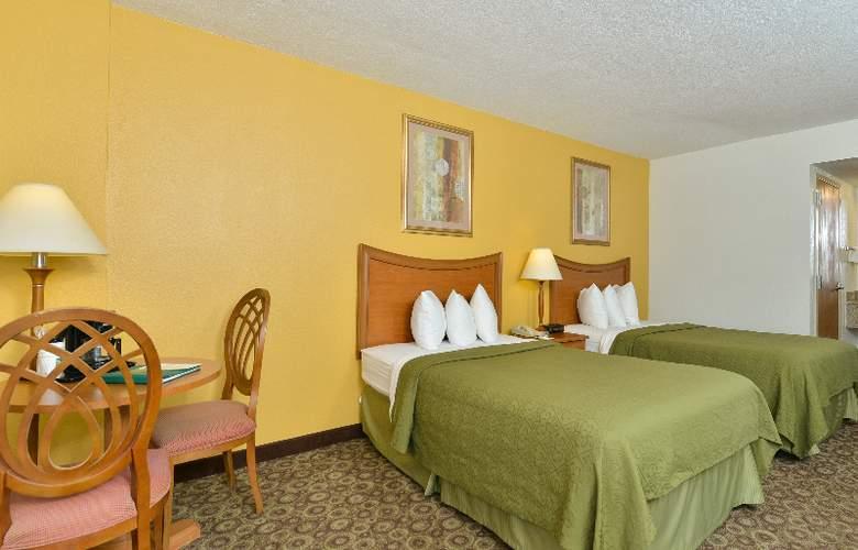 Quality Inn & Suites at Universal Studios - Room - 28