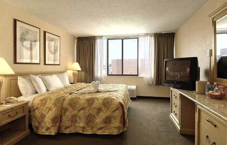 Comfort Inn Downtown Cleveland - Room - 4