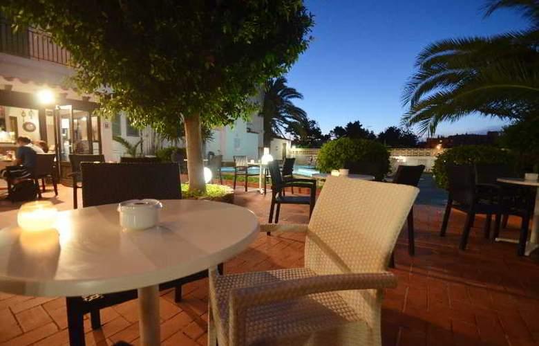 Azuline Hotel Galfi - Terrace - 29