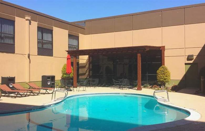 Best Western Plus Hotel & Conference Center - Pool - 70