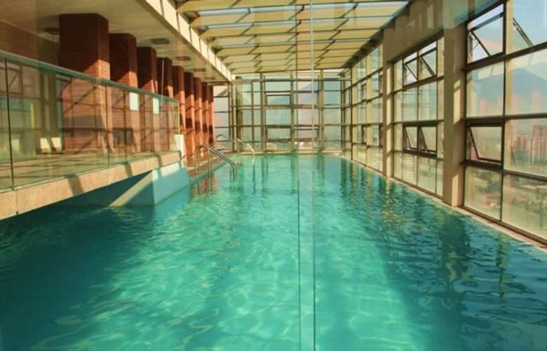 Monarca Hoteles Las Condes - Pool - 10