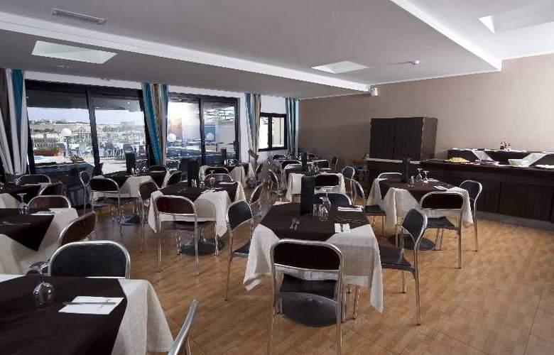 115 The Strand Aparthotel - Restaurant - 30