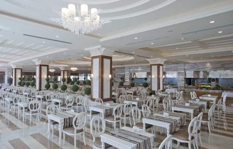 Crystal Palace Luxury Resort & Spa - Restaurant - 30