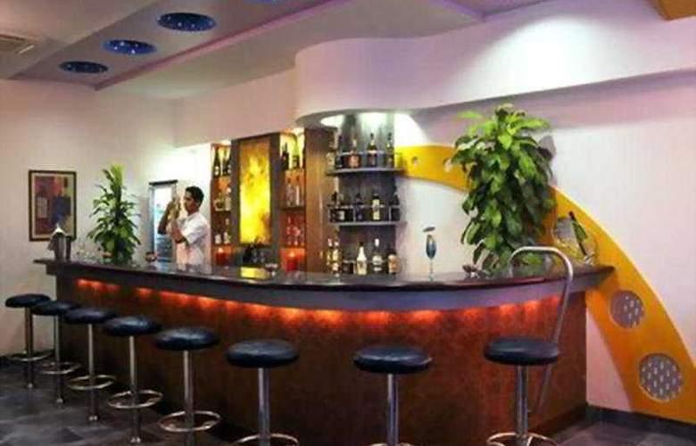 Royal Orchid Beach Resort & Spa - Bar - 5