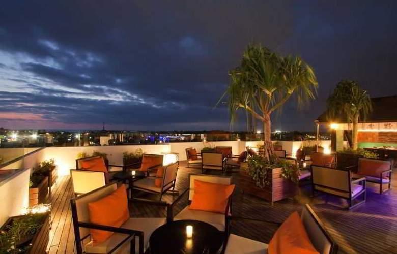 L Hotels & Resorts Seminyak Bali - Bar - 17