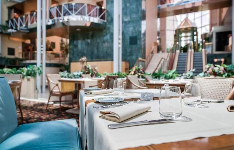 Royal Garden Hotel - Restaurant - 14