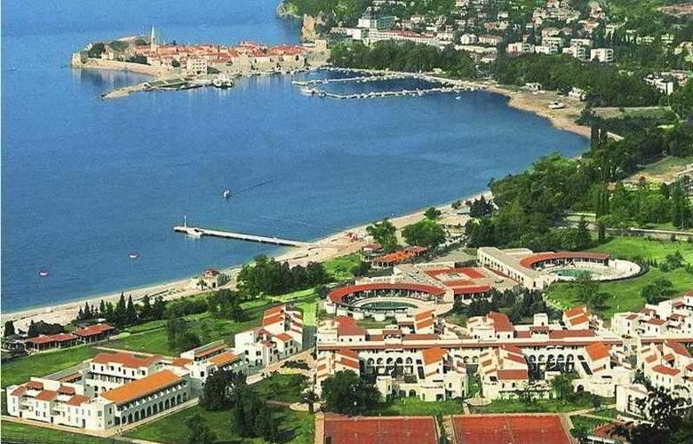 Slovenska Plaza - Hotel - 0