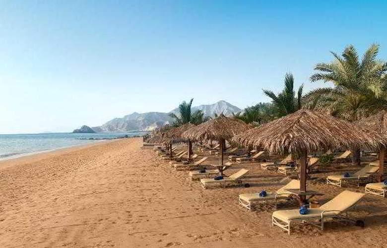Le Meridien Al Aqah Beach Resort - Beach - 32