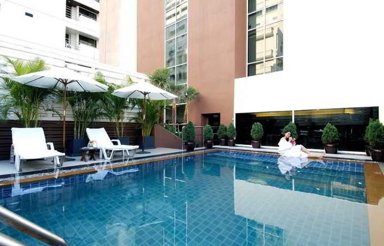 FuramaXclusive Sukhumvit Bangkok - Pool - 11